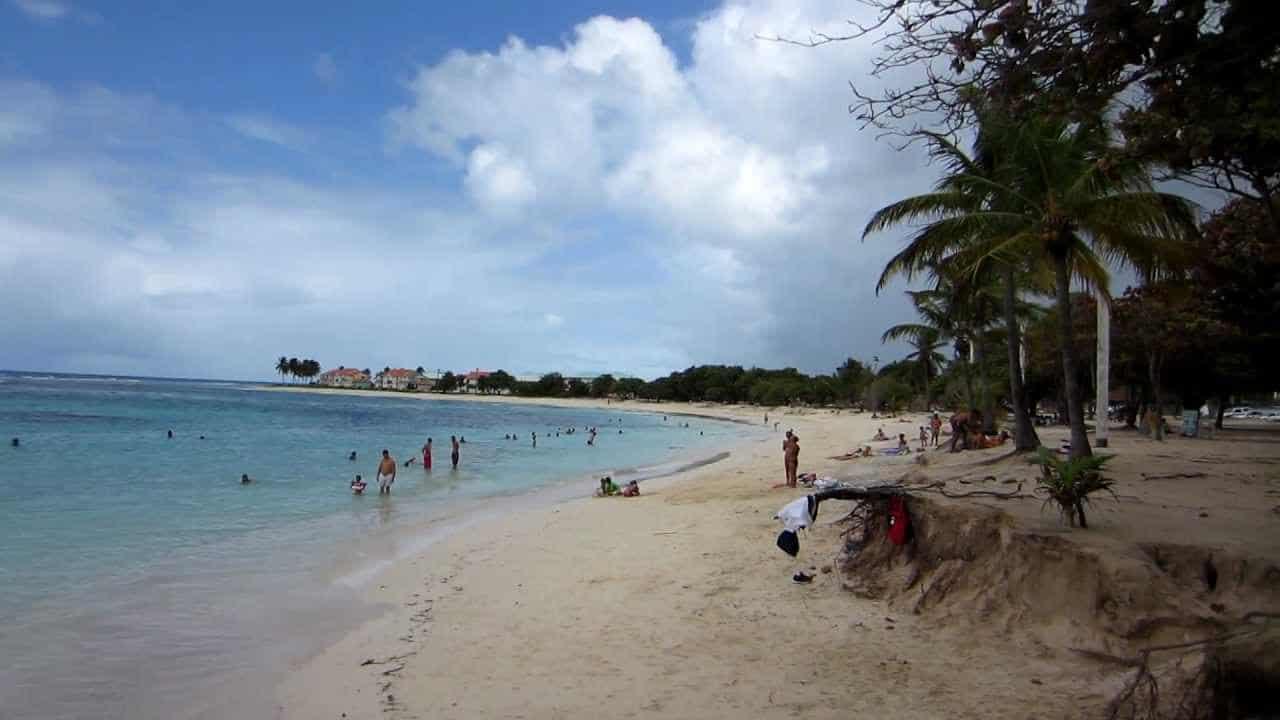 La plage des Raisins Clairs à Saint-François