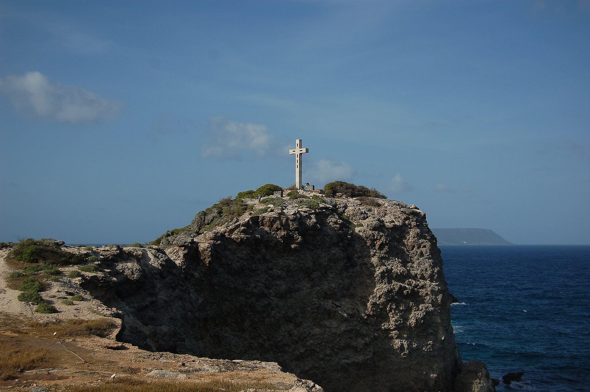 Croix de Morne Pavillon au sud de la Pointe des Chateaux en Guadeloupe
