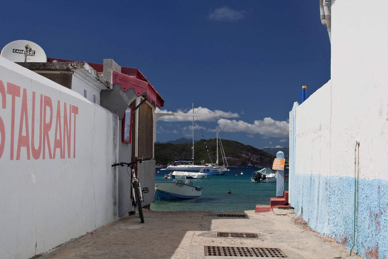 Un itinéraire jusqu'aux îles de Saintes en Guadeloupe.